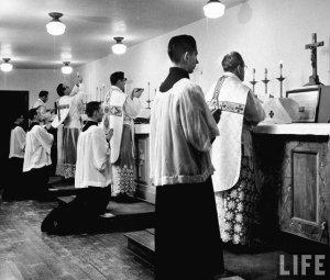 Ochtendmissen van verschillende priesters
